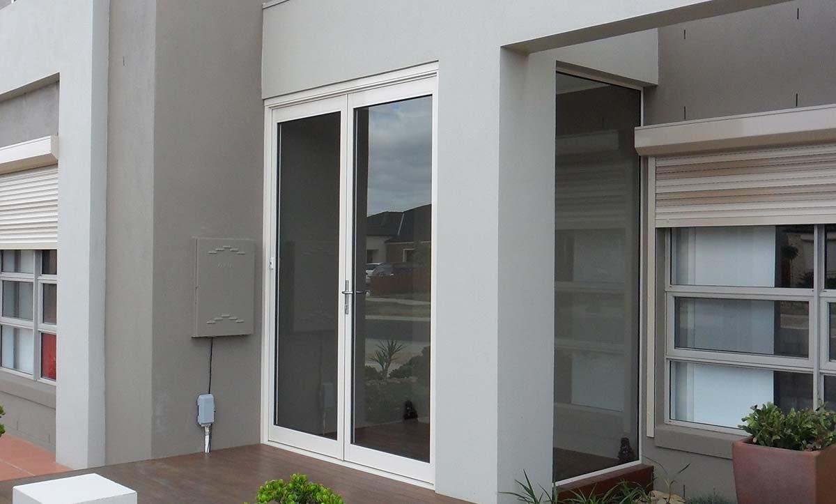 glass door with hinge design