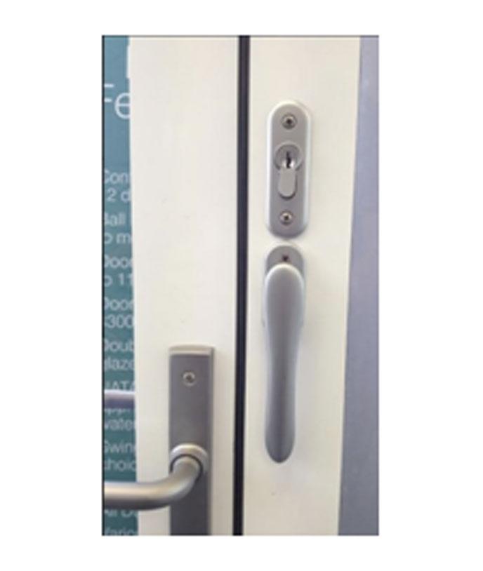 Standard offset flush bolt